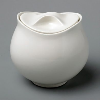 Eva Zeisel covered sugar bowl in England at Royal Stafford